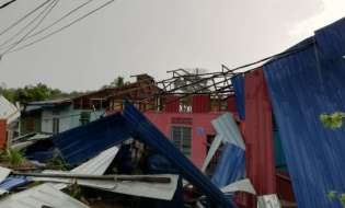 17 rumah di  Temerloh, Pahang terjejas selepas ribut dan hujan lebat